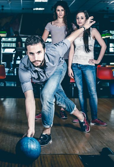 Bowling in der BAWA Sports & Music Bar | iStock.com/AlexD75